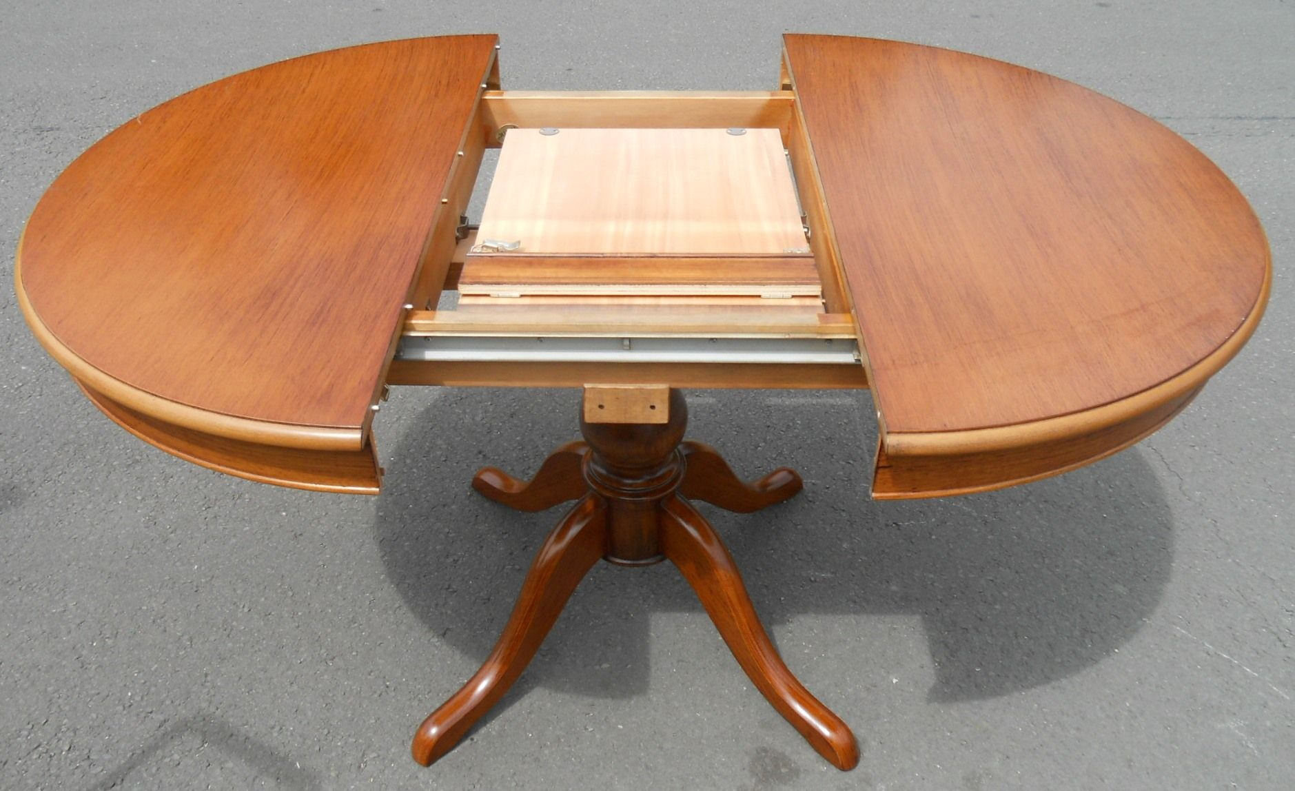 Sold Victorian Style Round Mahogany Pedestal Dining